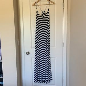 ⭐ 3/$25 Flowy Old Navy Maxi Dress